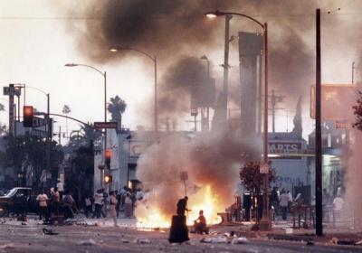 20141126002838-protestas-en-los-angeles-tras-la-muerte-de-rodney-king-580x407.jpg