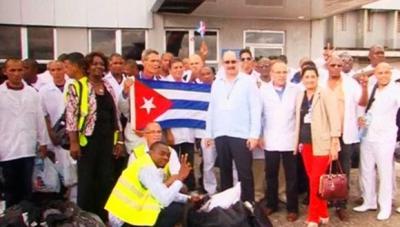 Médicos cubanos curan a 260 enfermos de ébola en Sierra Leona y logran frenar avance del virus